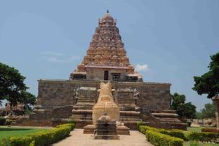 Massive Stone temple and Nandim, Gangaikonda Cholapuram
